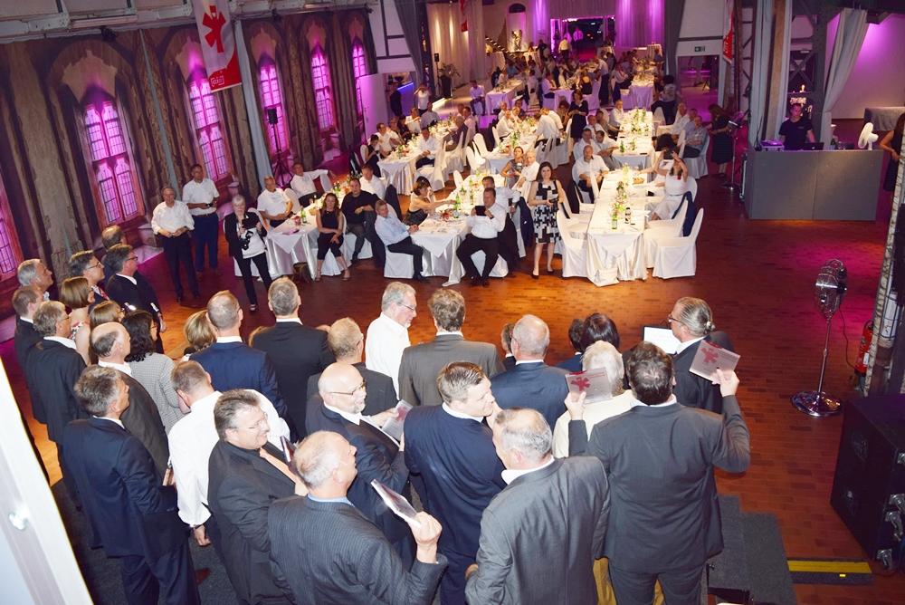 Preisträger und Publikum beim Vertrauenspreis der LüKK 2017 im festlich geschmückten Palazzo in Karlsruhe