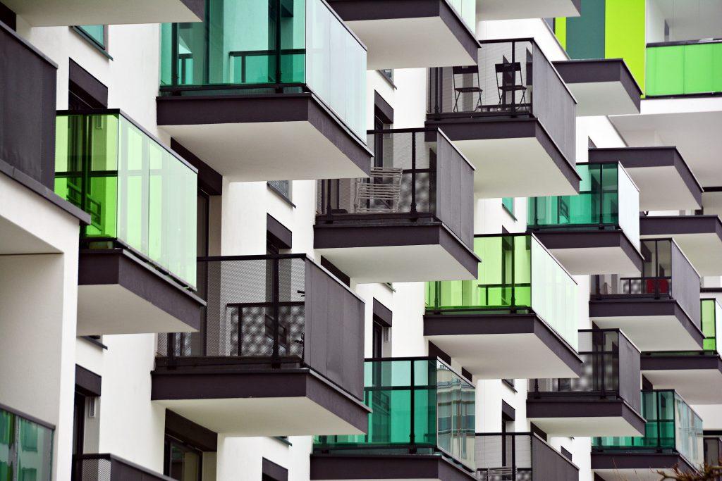 Das Statistische Bundesamt (Destatis) hat Zahlen zu 2019 fertiggestellten Wohn- und Nichtwohngebäuden veröffentlicht. Bei Nichtwohngebäuden wird nach Gebäudearten und Bauherren differenziert. (Abb. © Grand Warszawski /stock.adobe.com).